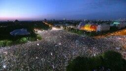 Protestul antiguvernamental de la București înainte de acțiunea în forță a Janrameriei române, 10 august 2018.