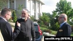 Глава «Народного движения Узбекистана» Мухаммад Салих (справа).