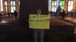 Blogger həmkarı Mehman Hüseynova azadlıq tələbi ilə aksiya keçirib