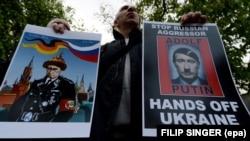 Протест біля посольства Росії у Чехії. Прага, 17 квітня 2014 рік