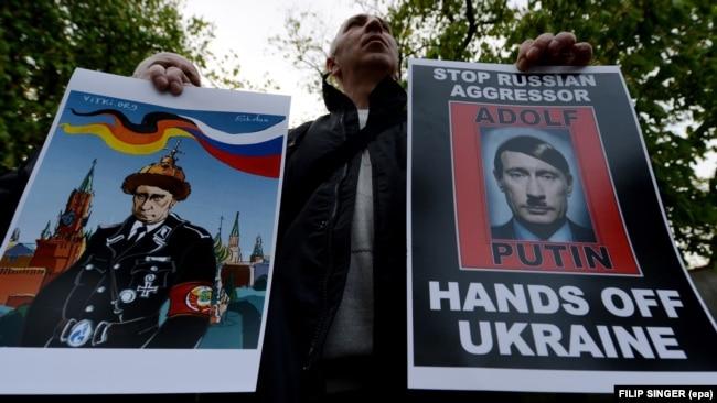 Акция протеста у посольства РФ в Праге - против аннексии Крыма и агрессивных действий России на Украине, апрель 2014 года