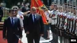 Kryeministri i Maqedonisë së Veriut, Zoran Zaev dhe homologu i tij bullgar, Boyko Borisov. Fotografi nga arkivi.