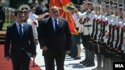Премиерот на Бугарија Бојко Борисов, заедно со премиерот Зоран Заев при пристигнувањето во Владата на РМ.