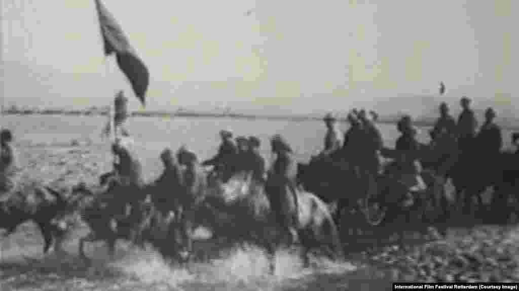 Для иллюстрации новой Холодной войны между Западом и Россией составители фестивальной секции «Ежедневная пропаганда» выбрали советский фильм «Сегодня» (1929 год).