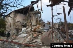 Останките от къща в Степанакерт, където са убити трима души при ракетна атака в нощта на 5 срещу 6 ноември.