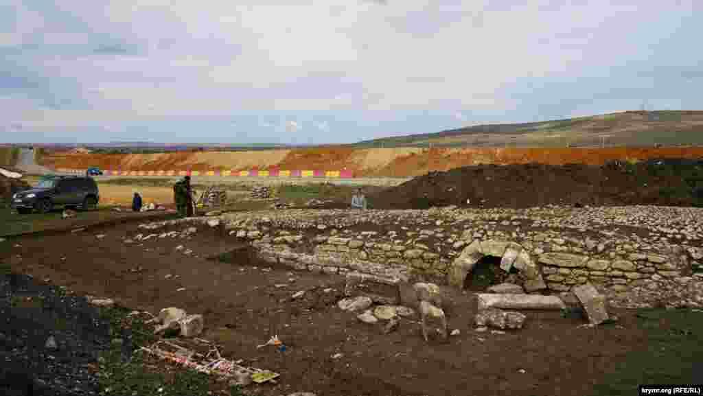 Сейчас там трудится бригада археологов Российской академии наук ( РАН)