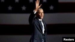 Президент США Барак Обама после прибытия в Чикаго, где он произнес прощальную речь. 10 января 2017 года.