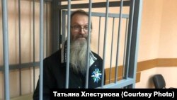 Andrei Vinarsky in the defendants cage in a court in Khabarovsk on May 13.
