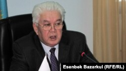 Председатель Центральной избирательной комиссий Казахстана Куандык Турганкулов. Астана, 4 февраля 2011 года.