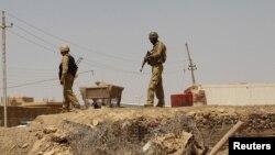 جنود عراقيون على الحدود مع سوريا
