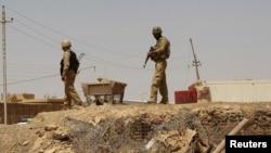 جنود عراقيون على الحدود السورية