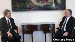 Ջեյմս Ուորլիքը և Էդվարդ Նալբանդյանը Երևանում հանդիպման ժամանակ, 10-ը հունիսի, 2015