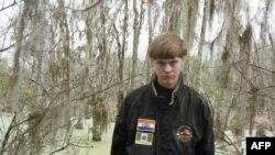 ديلن استورم روف متهم به قتل ۶ زن و ۳ مرد نمازگزار است