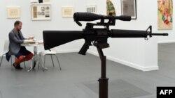 Инсталляция Лийна Хершмана Лийзона «Самое прекрасное Америки» на выставке в Нью-Йорке. 14 мая 2015 года.