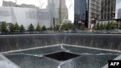 Locul pe care s-a aflat turnul de sud al World Trade Center, acum parte a complexului memorial 9-11 din New York