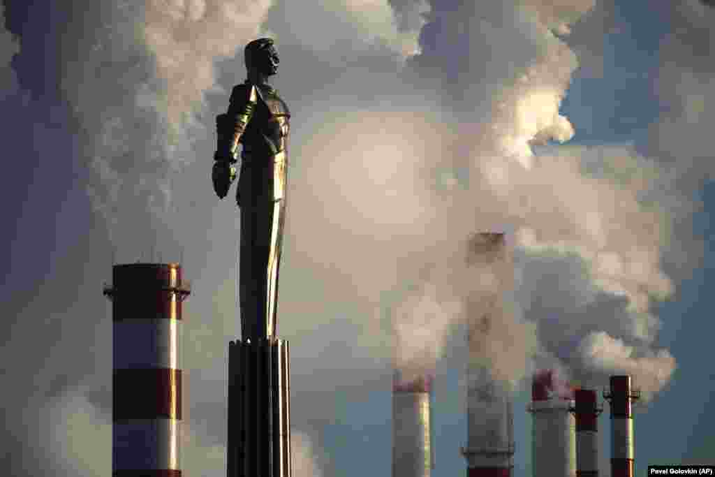 Steam rises from a heating plant behind a monument to Soviet cosmonaut Yury Gagarin in Moscow. (AP/Pavel Golovkin)