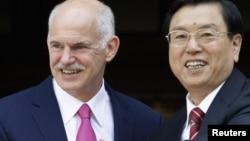 Қытай вице-премьері Чжан Дэцзян (оң жақта). Афины, 15 маусым 2010 жыл.