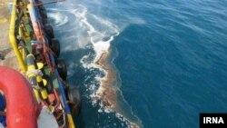 عکسی که خبرگزاری رسمی ایرنا از این نشتی نفت منتشر کرده است