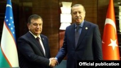 Президент Мирзиёев Туркия раҳбари Эрдўғон билан.