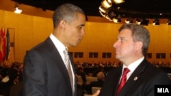 Portugal -- Macedonian President Gjorge Ivanov R) chats with his U.S. couterpart Barack Obama, Lisbon, 20Nov2010