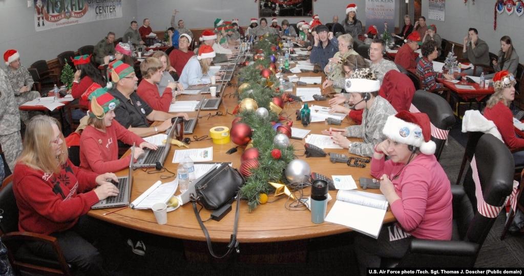 داوطلبان همکار با نوراد در پروژه رهگیری بابا نوئل در ۲۴ دسامبر ۲۰۱۲