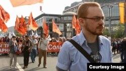"""Кадр из фильма """"Путин навсегда?"""". Всеволод Чернозуб на митинге 6 мая 2012 года"""