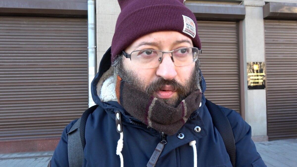 В России на 15 суток арестовали журналиста, коллег задержали за акцию в его поддержку
