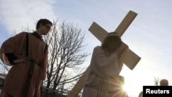 Набажэнства Крыжовага шляху ля касьцёла Сьвятога Роха ў Менску, 20 красавіка 2011