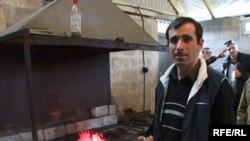 Баграт Гулария из села Ачандара Гудаутского района благодаря финансированию проекта построил с нуля кузнечно-сварочный цех