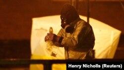Супрацоўнік брытанскіх спэслужбаў працуе на месцы атручваньня Сяргея Скрыпаля