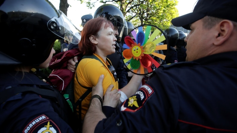 News Agency Reports Arrests Of LGBT Activists In St. Petersburg