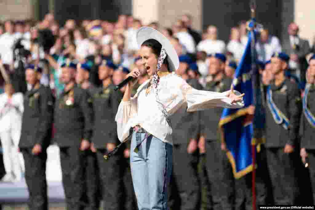 Українська реп-виконавиця Аліна Паш заспівала під час офіційної частини святкування Дня Незалежності в Києві