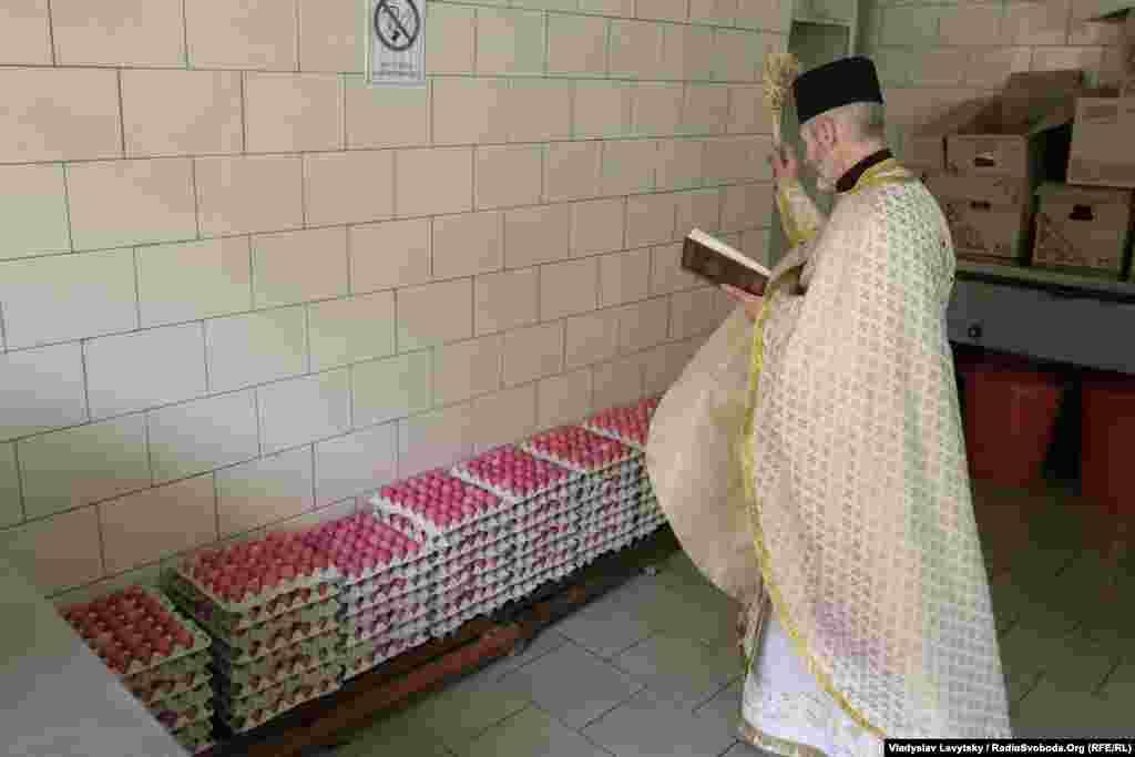 У приміщенні харчового блоку були освячені крашанки та паски