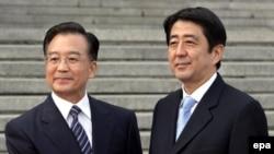 شینزو آبه در دیدار ماه اکتبر خود با نخست وزیر چین