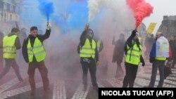 Участники одной из недавних демонстраций «желтых жилетов», 22 декабря, Бордо