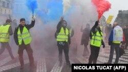 """Эпизод одной из демонстраций """"желтых жилетов"""" в Париже в конце 2018 года."""