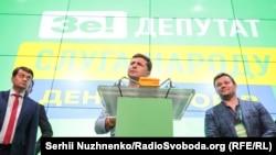 Президент Владимир Зеленский (в центре) в штабе партии «Слуга народа». Киев, 21 июля 2019 года