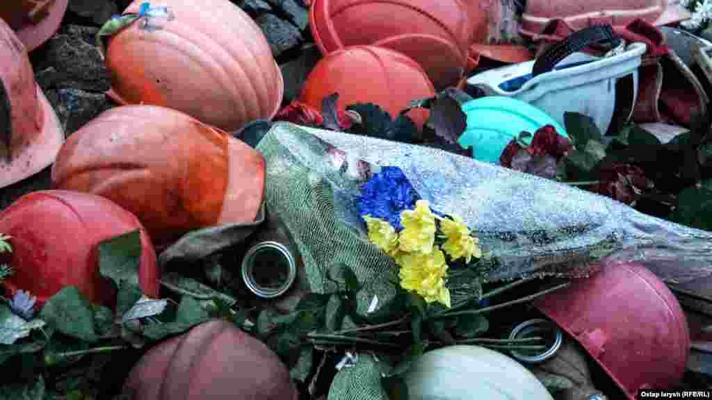 Блакитно-жовтні квіти – одні з найпопулярніших сьогодні на Інститутській