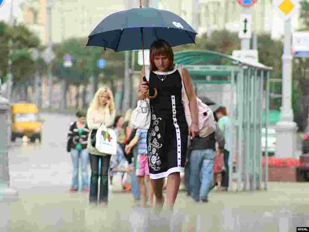 Грибной дождь - мелкий, моросящий, дробный дождь из низких туч, идущий в грибную пору при свете солнца
