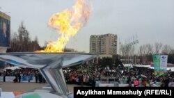 Факел Универсиады-2017 на открытии всемирных зимних игр в Алматы. 29 января 2017 года.