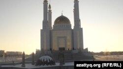 Ақтөбе қаласындағы «Нұрғасыр» мешіті. 12 желтоқсан 2011 жыл.