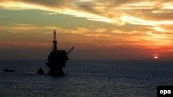 Видобуток нафти у морі (ілюстративне фото)