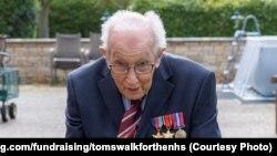 Британский ветеран Томас Мур.