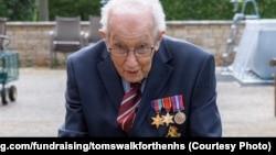 Ветеран оголосив про початок кампанії 6 квітня і хотів зібрати кошти до того, як йому виповниться 100 років наприкінці цього місяця