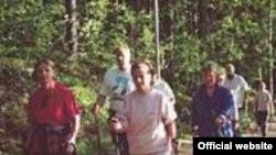 """Американцы полюбили """"нордическую ходьбу"""" летом с лыжными палками"""
