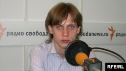 Корреспондент журнала «Нью Таймс» Илья Барабанов находится в одном из сел Южной Осетии. «Много военной техники, много раненых мирных жителей», - сообщает журналист