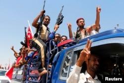 Ирак әскеріне қосылған шиит еріктілері. Мосул маңы, 14 маусым 2014 жыл.