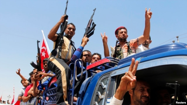 Shi'ite militia have joined Iraqi's army to fight Sunni militants from the Islamic State of Iraq and the Levant (ISIL).