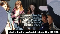 Активістка КУПР Тетяна Ліходеєва на одній з акцій організації