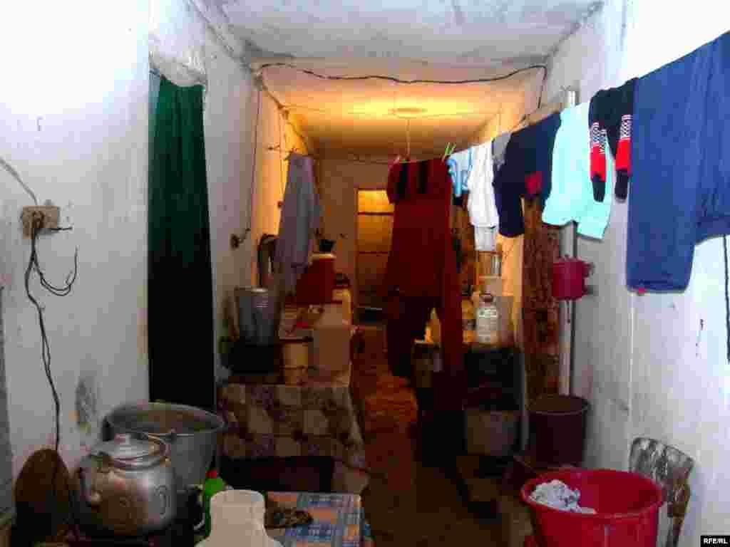 Bu koridorda 21 ailə yaşayır